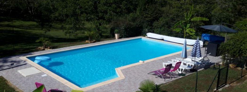 groot verwarmd privé zwembad